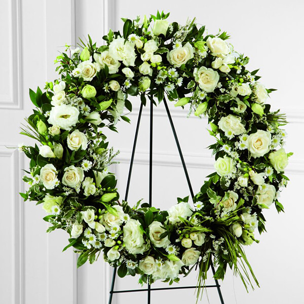 The FTD Splendor Wreath